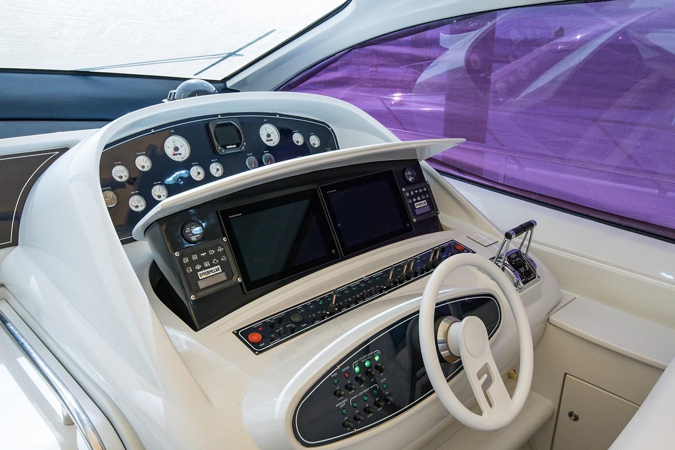 2000 PERSHING 65 Motor Yacht 2350386