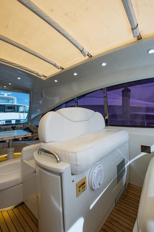 2000 PERSHING 65 Motor Yacht 2350390