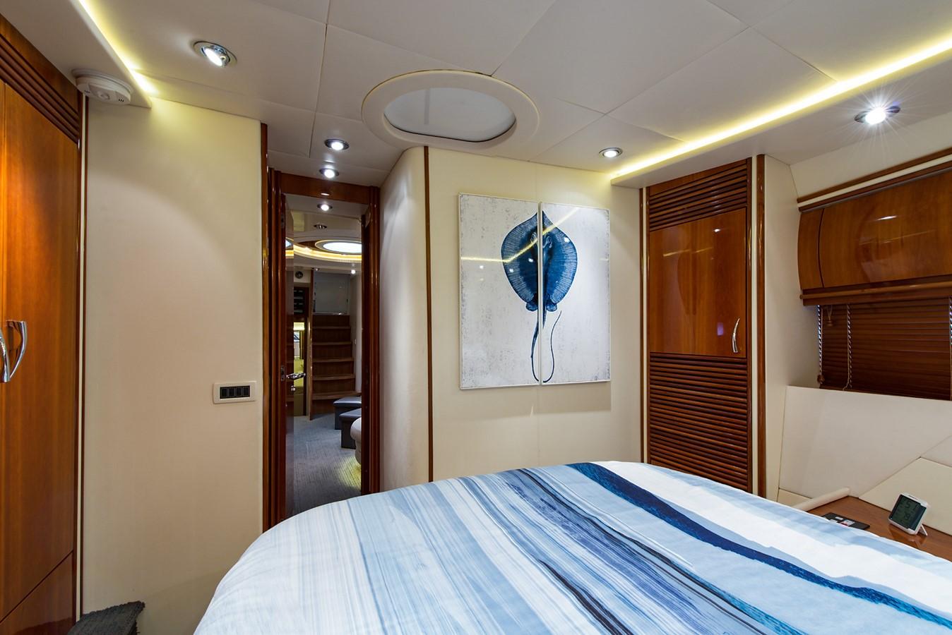 2000 PERSHING 65 Motor Yacht 2350396