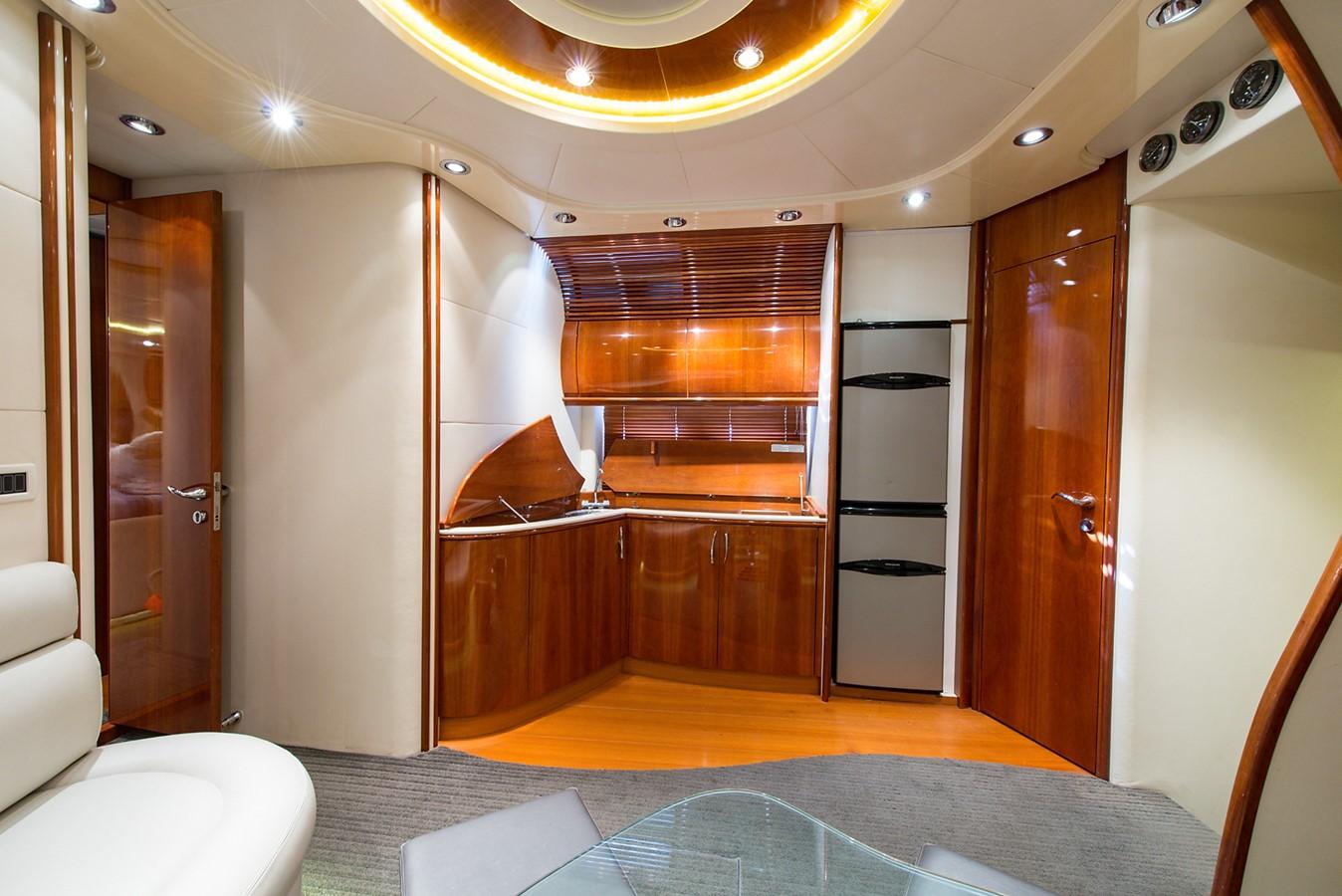 2000 PERSHING 65 Motor Yacht 2350398