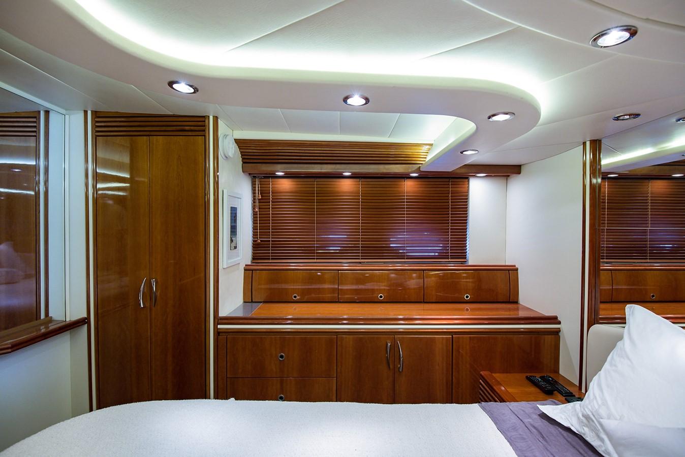 2000 PERSHING 65 Motor Yacht 2350414