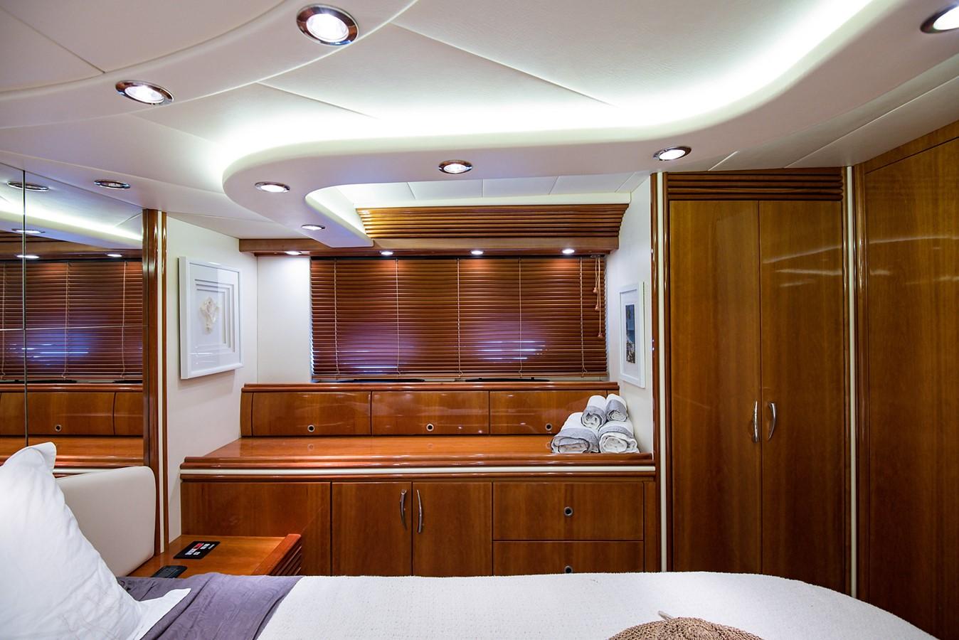 2000 PERSHING 65 Motor Yacht 2350415