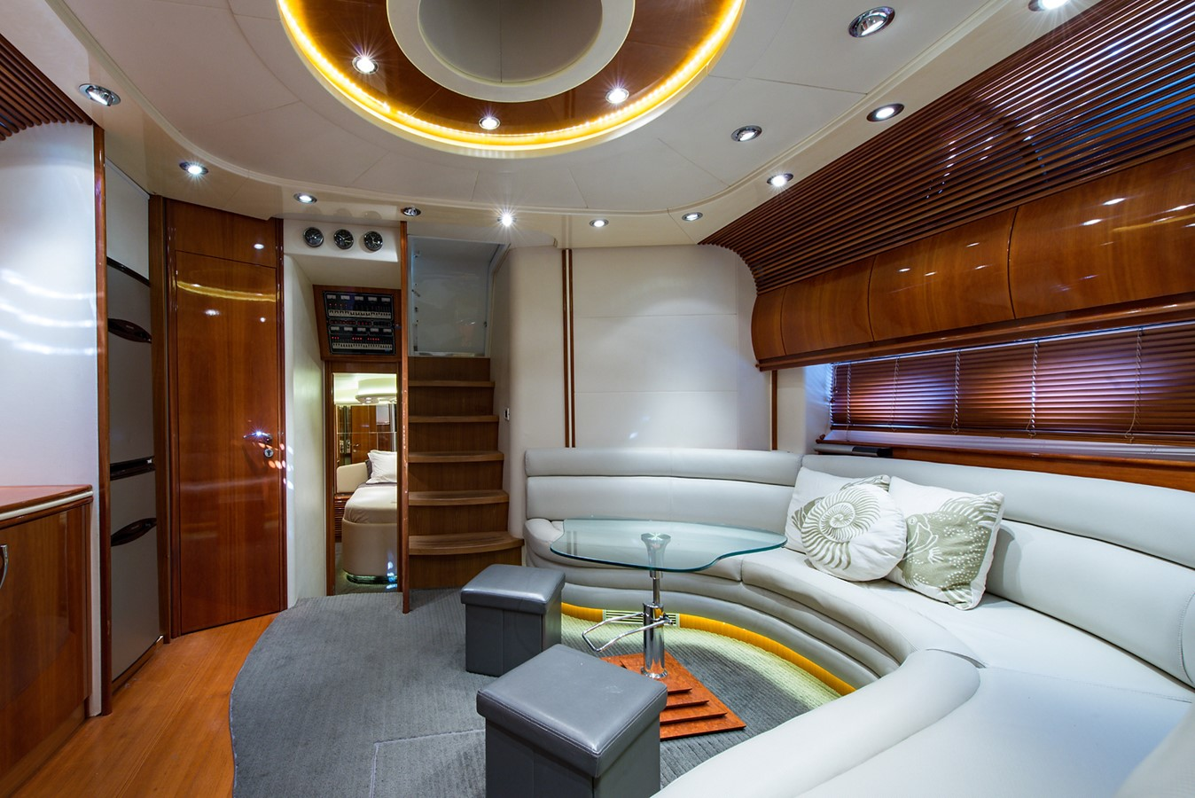 2000 PERSHING 65 Motor Yacht 2350416