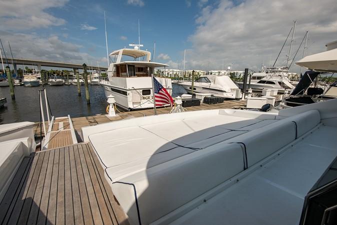 2000 PERSHING 65 Motor Yacht 2350343