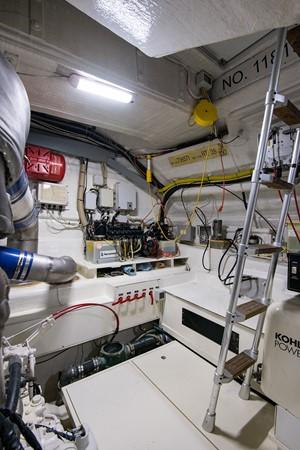2000 PERSHING 65 Motor Yacht 2350366