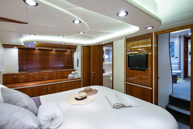 2000 PERSHING 65 Motor Yacht 2350411