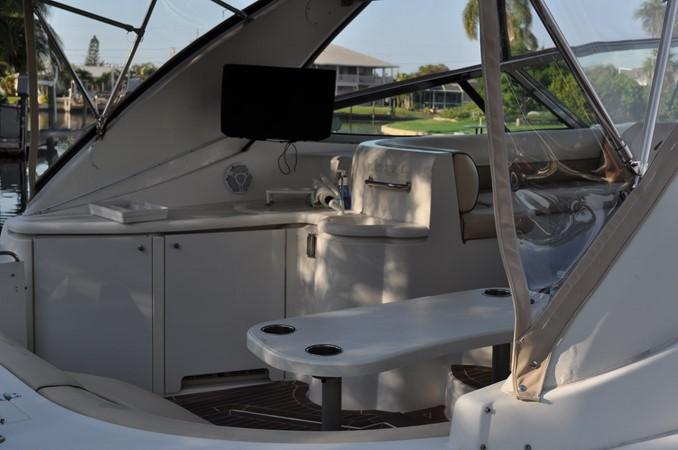 2002 Cruisers Yachts  Motor Yacht 2454437
