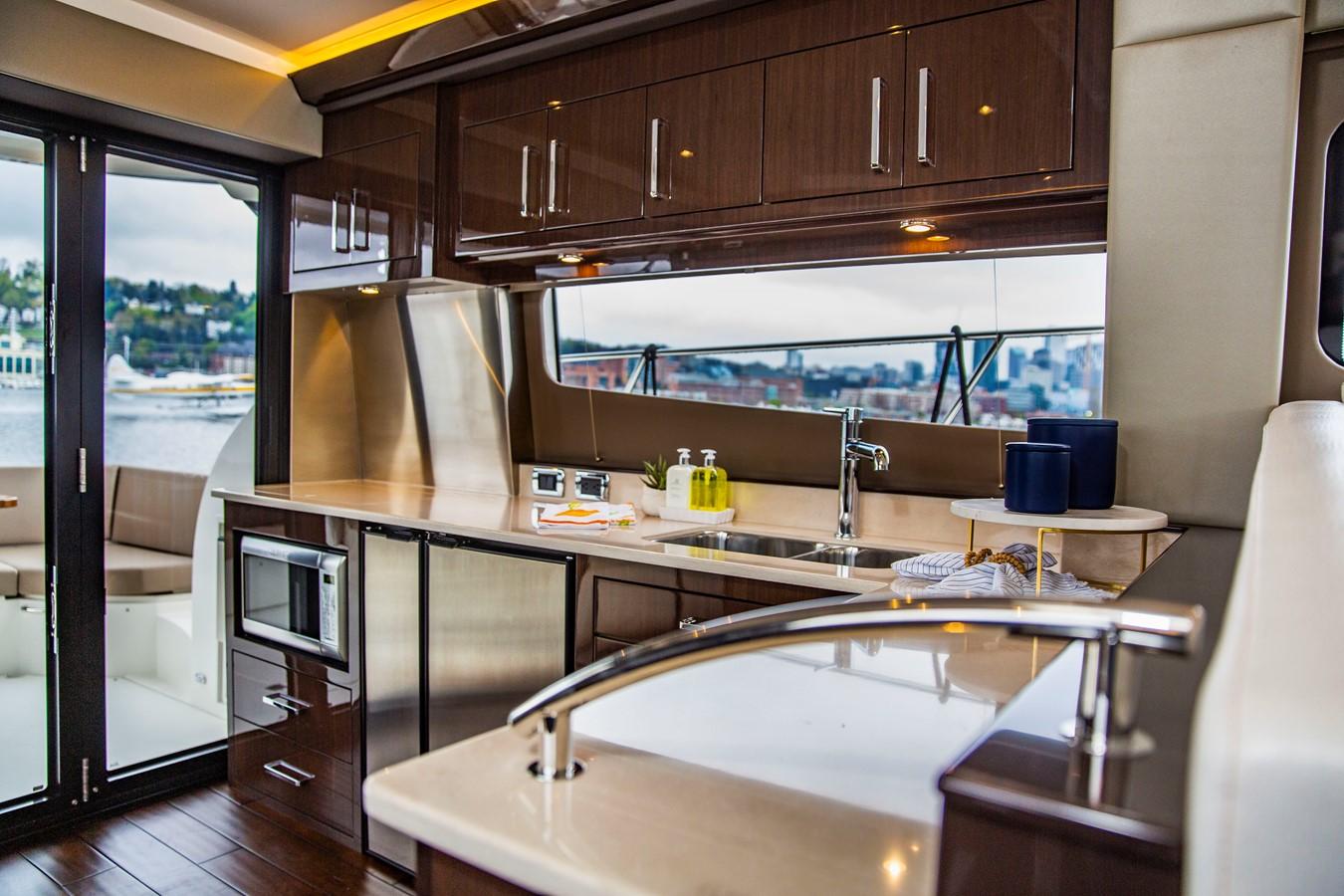 2019 CARVER C52 Motor Yacht 2520837