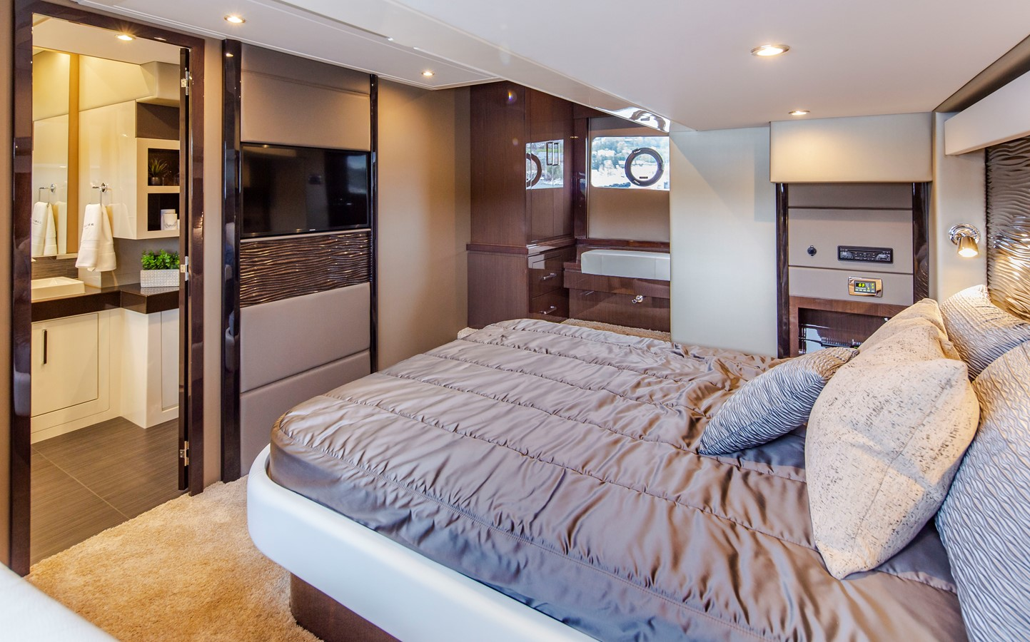 2019 CARVER C52 Motor Yacht 2520849
