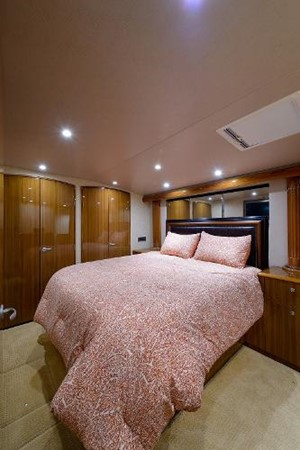 Master Stateroom 2008 VIKING Convertible Sport Fisherman 2362169