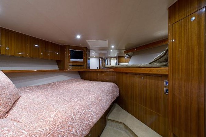 Guest Stateroom 2008 VIKING Convertible Sport Fisherman 2362174