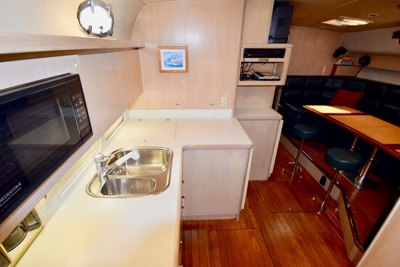 Galley 1995 TIARA 40 Express Cruiser 2661678