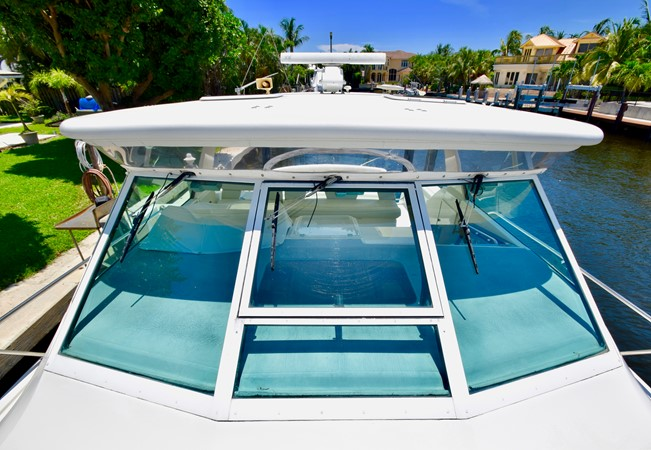 Windshield 1995 TIARA 40 Express Cruiser 2661672