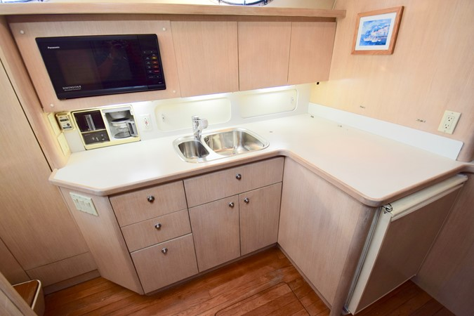 Galley 1995 TIARA 40 Express Cruiser 2661679