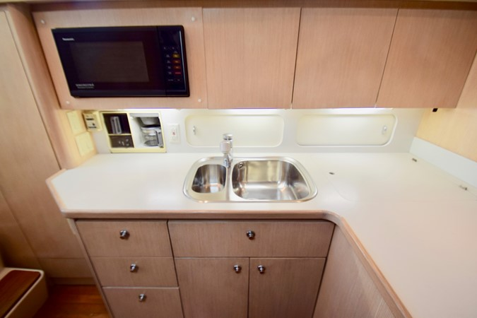Galley 1995 TIARA 40 Express Cruiser 2661684