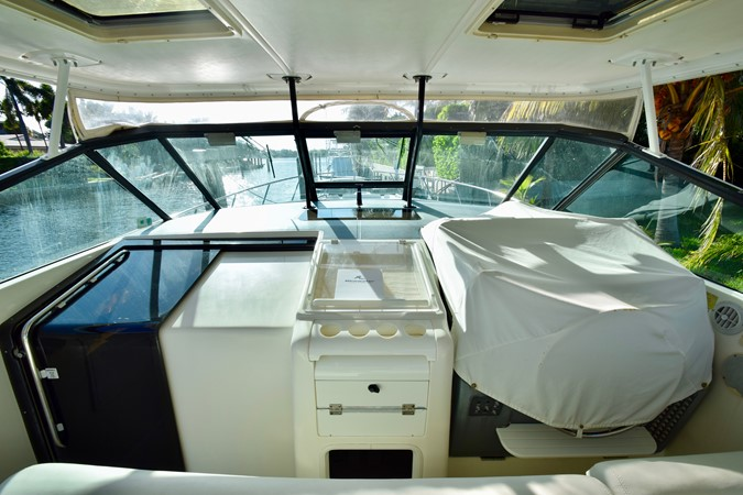 Helm 1995 TIARA 40 Express Cruiser 2661687