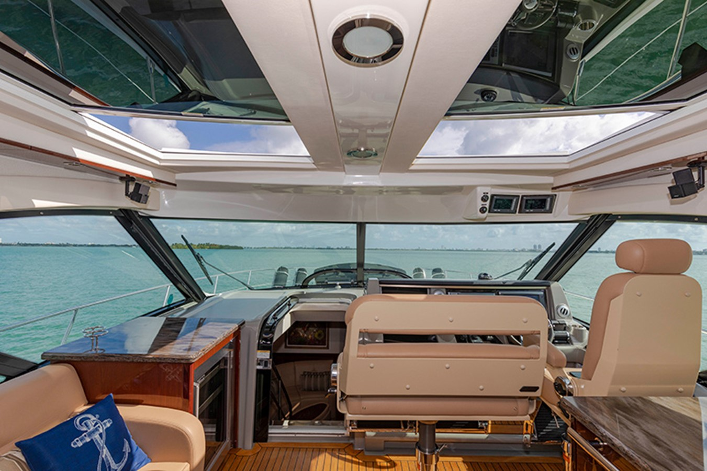 Helm 2013 SEA RAY 610 Sundancer Cruiser 2485732