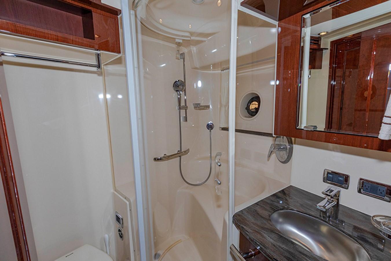 Guest Bath 2013 SEA RAY 610 Sundancer Cruiser 2485741