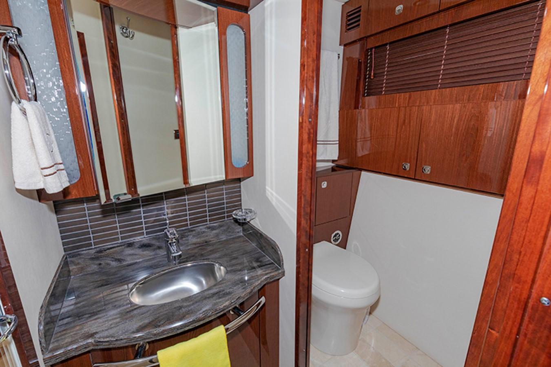 Guest Bath 2013 SEA RAY 610 Sundancer Cruiser 2485743