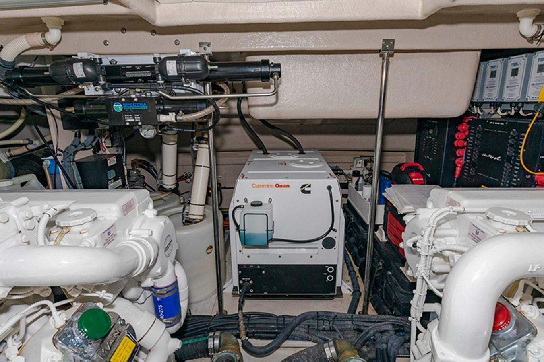 Engine Room 2013 SEA RAY 610 Sundancer Cruiser 2485751