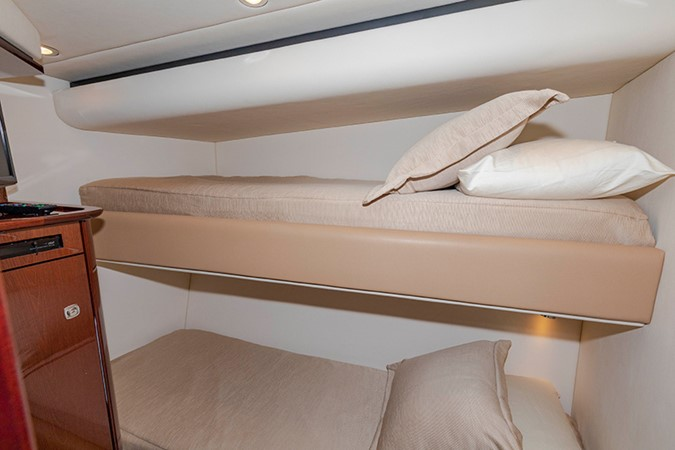 Twin Stateroom 2013 SEA RAY 610 Sundancer Cruiser 2485740
