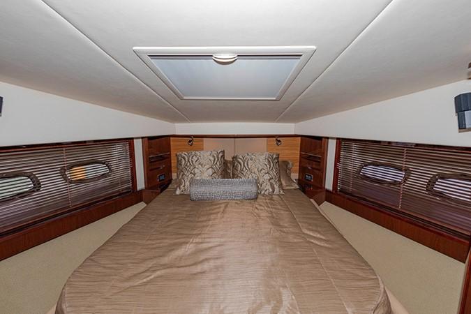 Guest Stateroom 2013 SEA RAY 610 Sundancer Cruiser 2485742