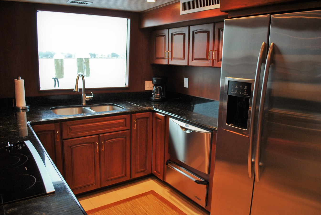 Galley 2006 VOYAGER Tri-deck Motor Yacht 2854331