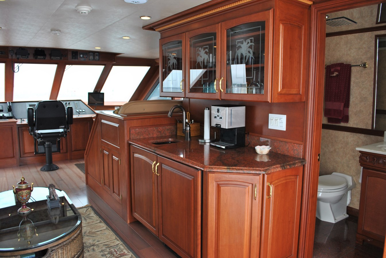 Skylounge wetbar and full head 2006 VOYAGER Tri-deck Motor Yacht 2854334