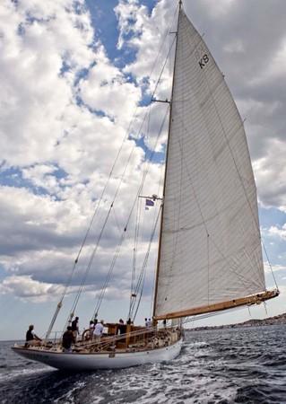 1929 CAMPER & NICHOLSONS  Racing Sailboat 2371541