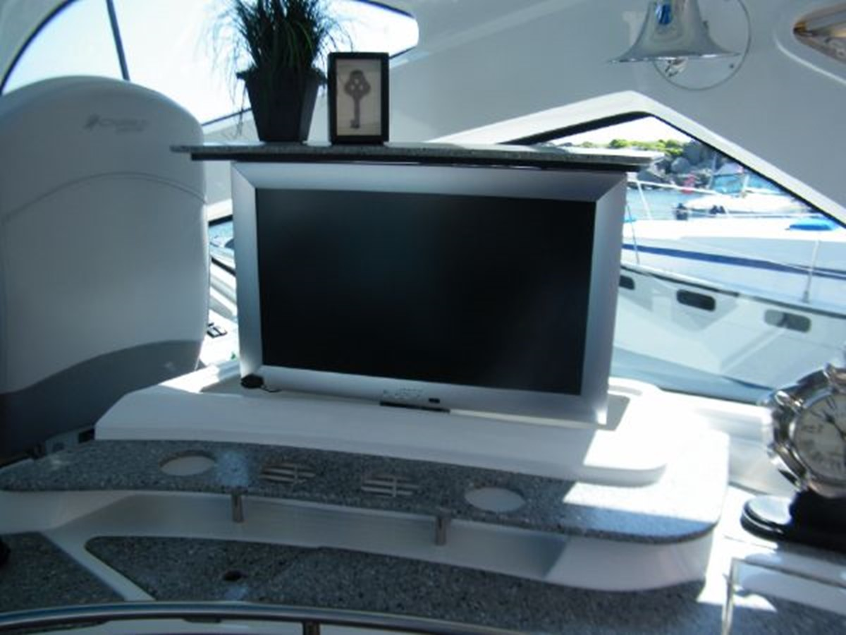 2010 CRUISERS YACHTS 520 Sports Coupe Cruiser 2372780