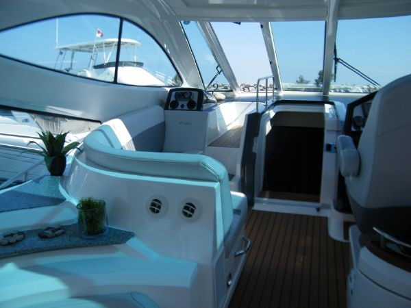 2010 Cruisers Yachts 520 Sports Coupe Cruiser 2372784
