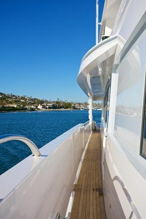 SEYCHELLE 111 side deck 2 1992 NORTHCOAST YACHTS Tri-Deck Motor Yacht Motor Yacht 2374134