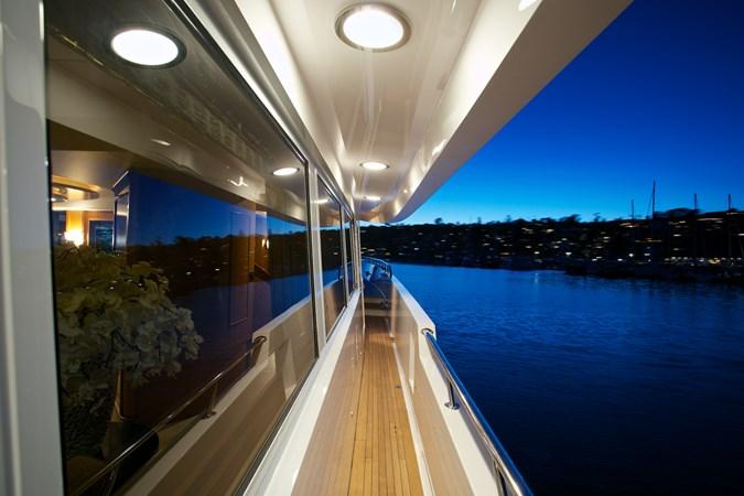 SEYCHELLE 111 side deck 3 1992 NORTHCOAST YACHTS Tri-Deck Motor Yacht Motor Yacht 2374136