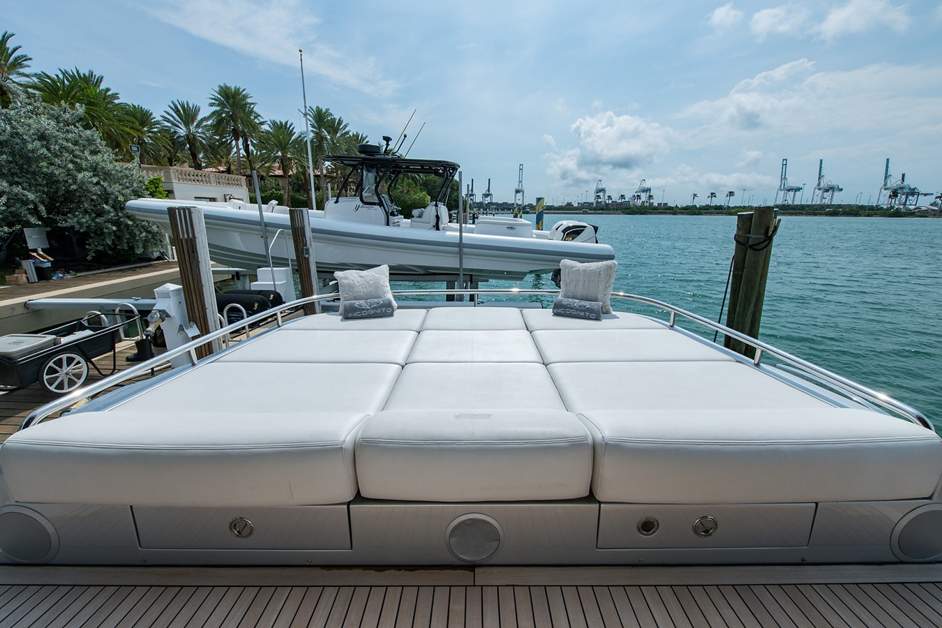 2012 PERSHING Express Cruiser Motor Yacht 2375769
