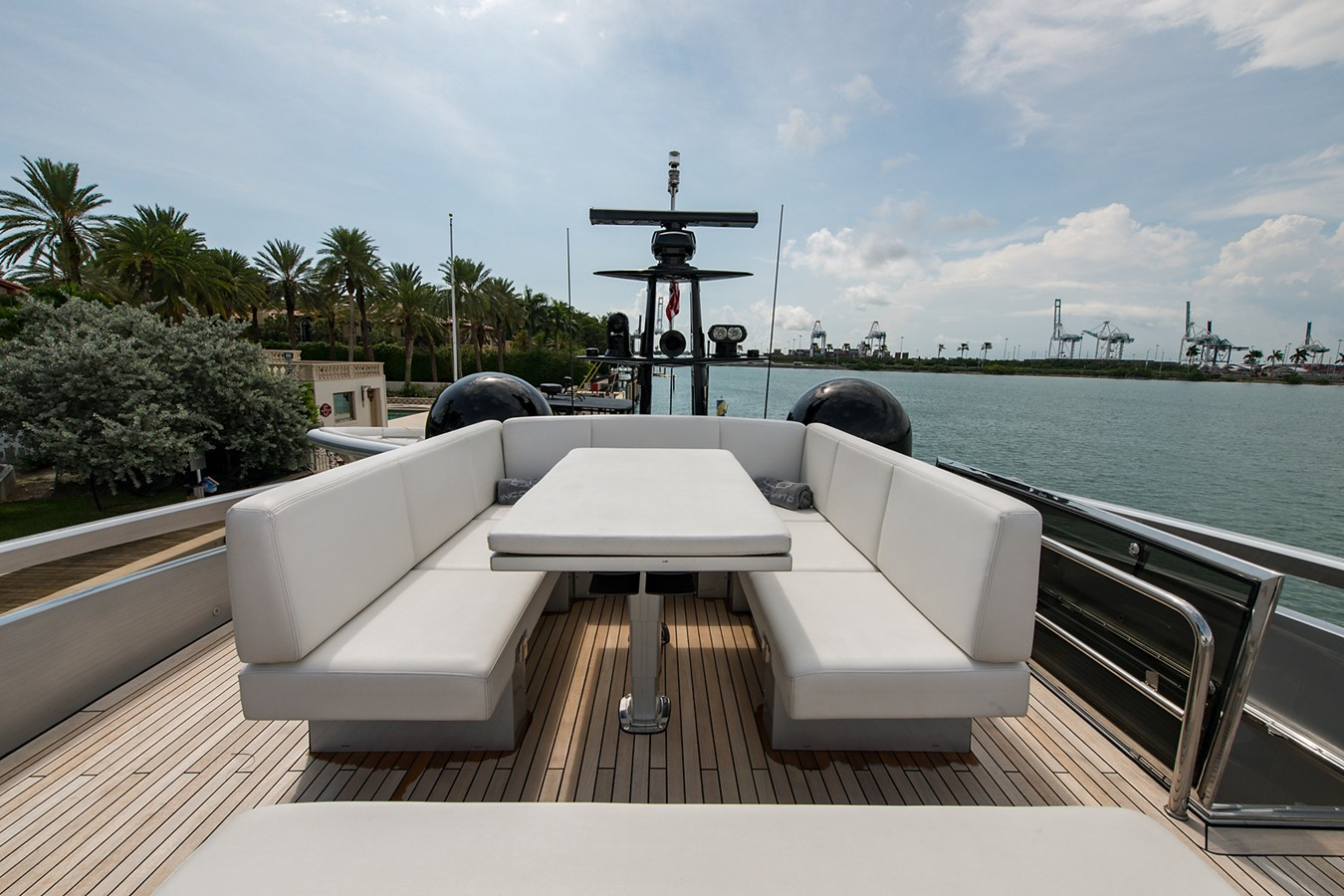 2012 PERSHING Express Cruiser Motor Yacht 2375783