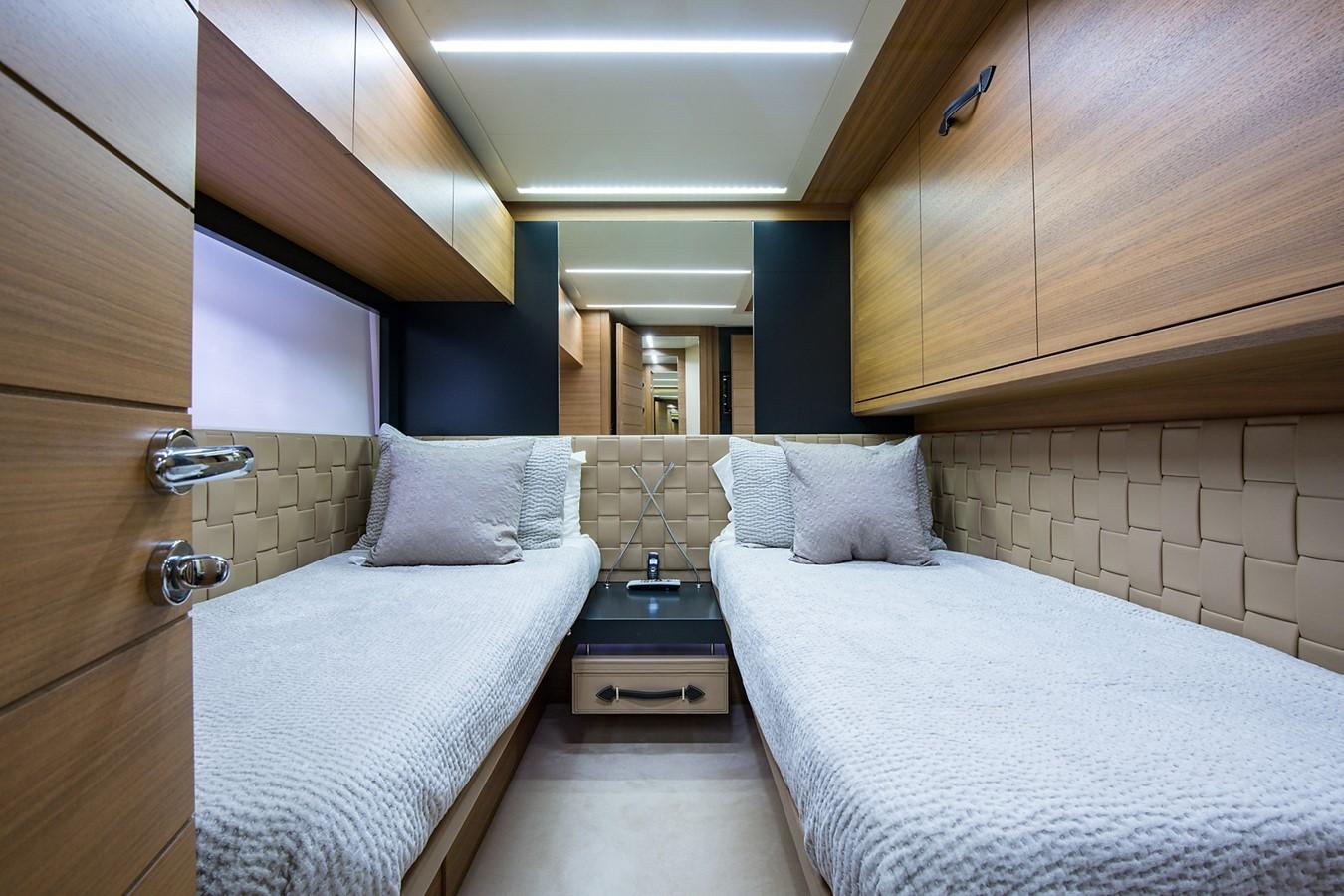 2012 PERSHING Express Cruiser Motor Yacht 2375822
