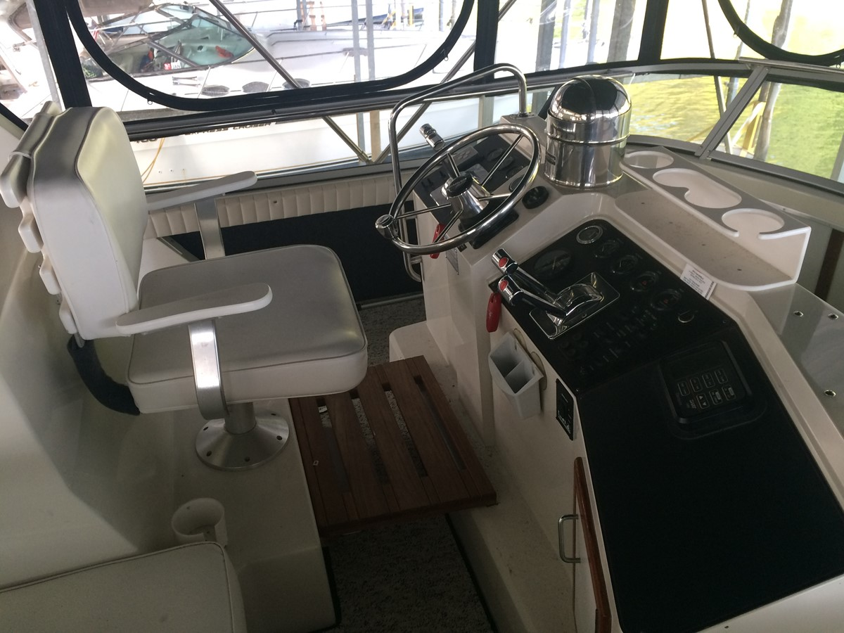 1992 CARVER 43 CPMY Cruiser 2380904