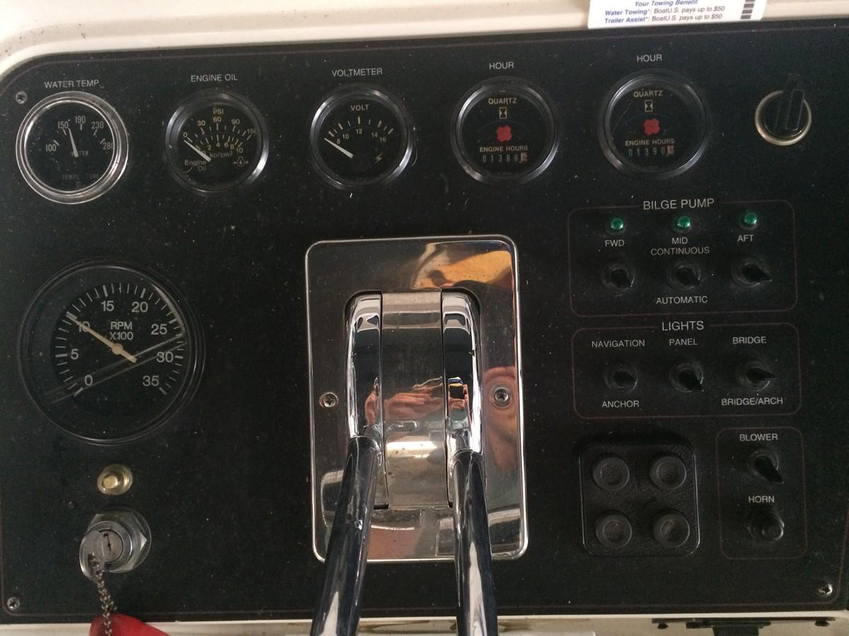 1992 CARVER 43 CPMY Cruiser 2380906