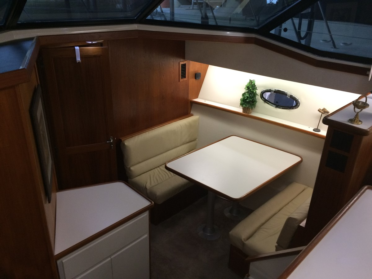 1992 CARVER 43 CPMY Cruiser 2380929