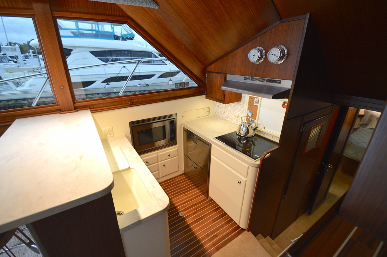 19 - 48 HATTERAS For Sale