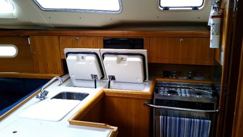 2003 HUNTER 356 Cruising Sailboat 2386271