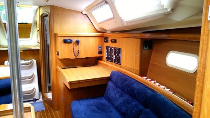 2003 HUNTER 356 Cruising Sailboat 2386277