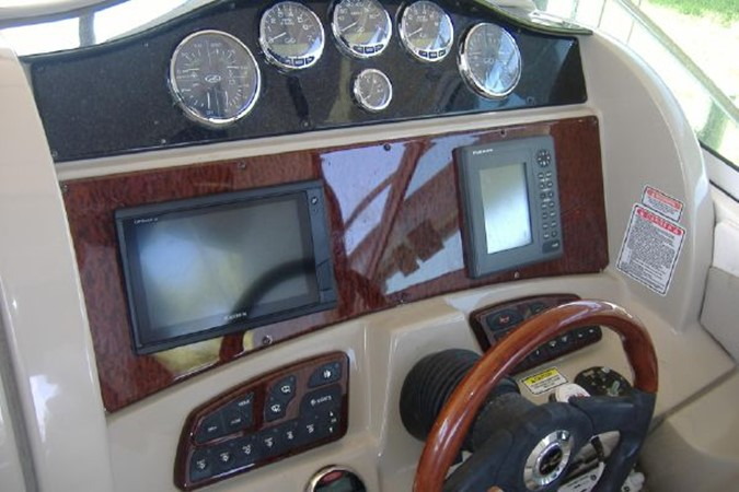 Helm and instruments 2006 SEA RAY 290 Sundancer Cruiser 2388873