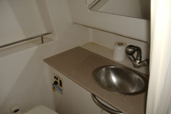 Sink in Head 2006 SEA RAY 290 Sundancer Cruiser 2388893