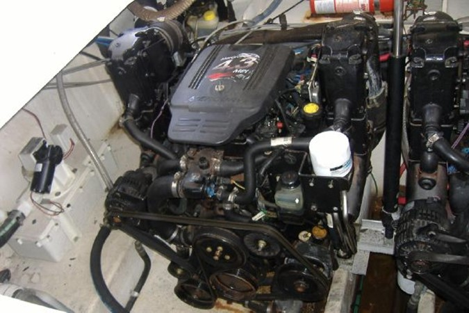 Stbd Engine 2006 SEA RAY 290 Sundancer Cruiser 2388897