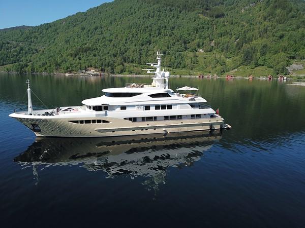 2014 JADE YACHTS  Mega Yacht 2399314