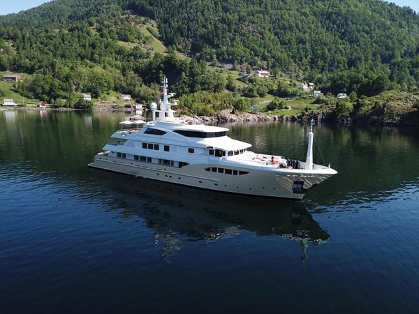 2014 JADE YACHTS  Mega Yacht 2399315