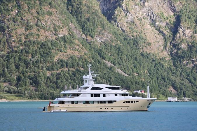 2014 JADE YACHTS  Mega Yacht 2399316