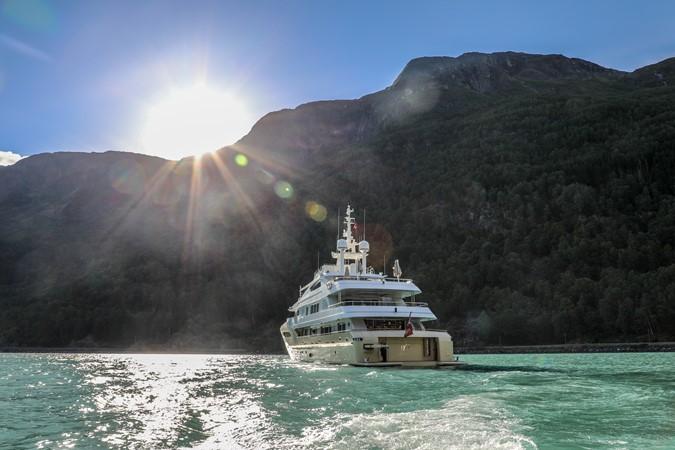 2014 JADE YACHTS  Mega Yacht 2399317