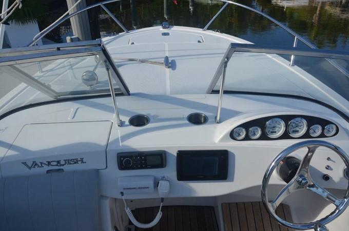 2013 Vanquish Boats  Runabout Runabout 2398215